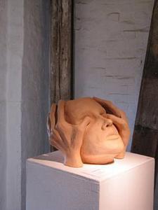 Kopf/Hände<br />Ton  (1990)<br />25 x 18 x 25